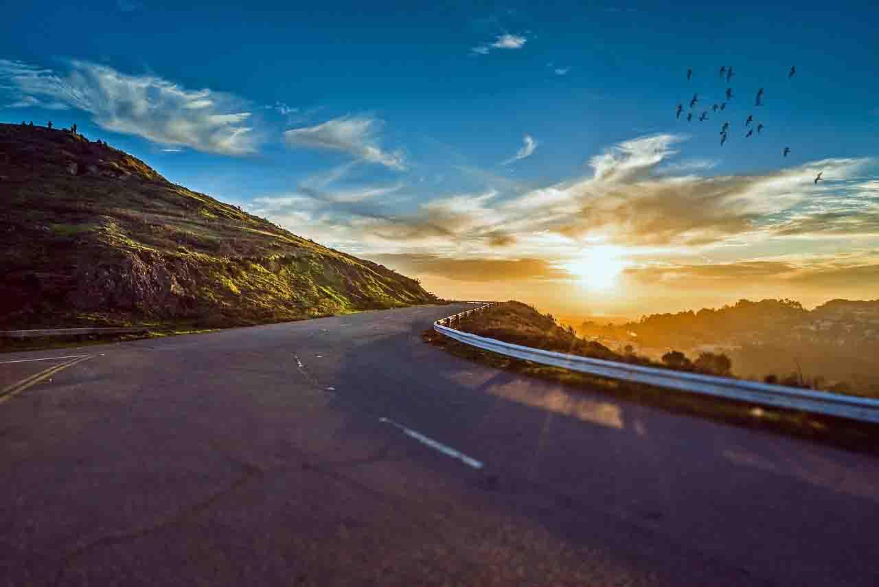 Destinos para conhecer de carro nos feriados na região Centro-Oeste, O carro como meio de proporcionar o turismo