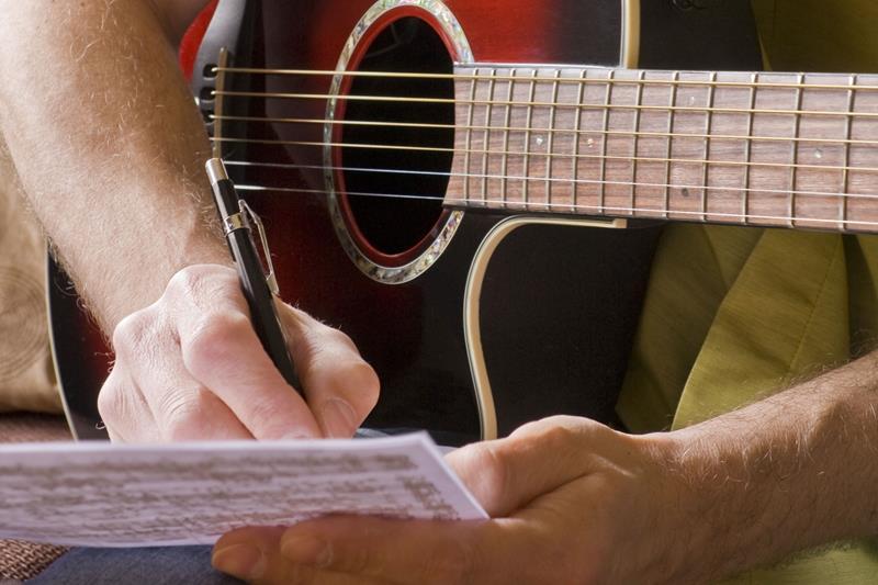música ,conhecimento teórico aumenta o rendimento dos músicos