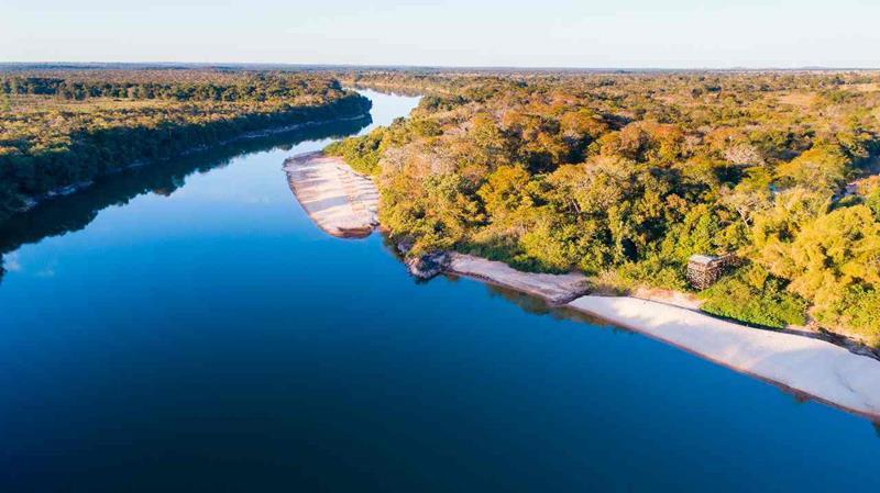 Thermas Água Santa, Goiás tem águas termais às margens do Rio Araguaia