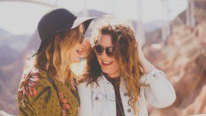 Amor entre iguais., Destinos para conhecer a dois