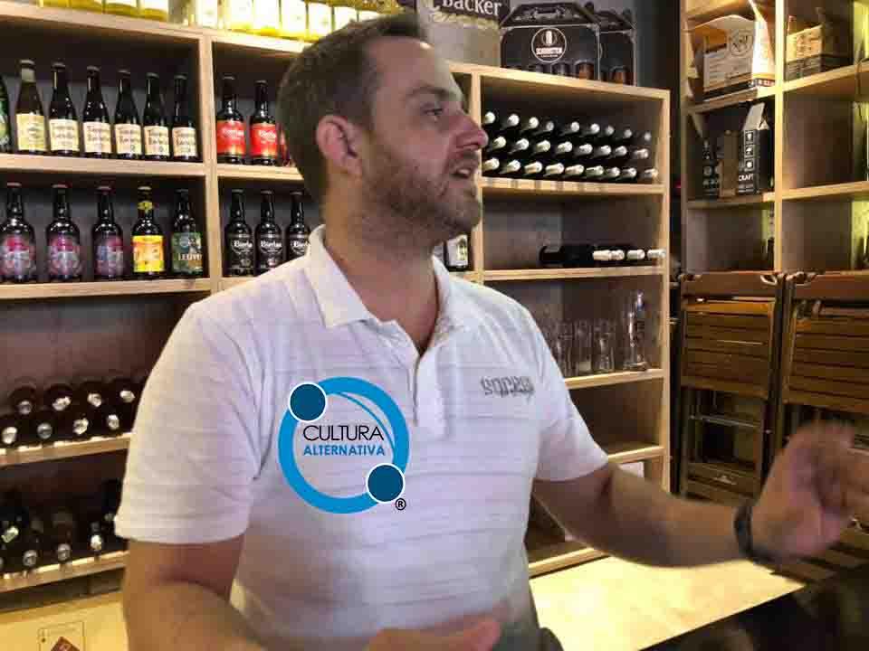 Beco das Garrafas. Felipe Gentil, o sommelier de cervejas.