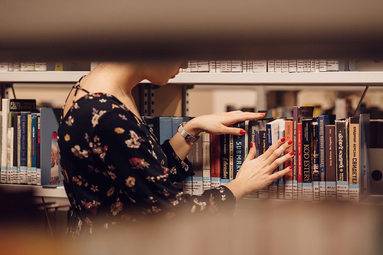 biblioteca em ordem alfabética