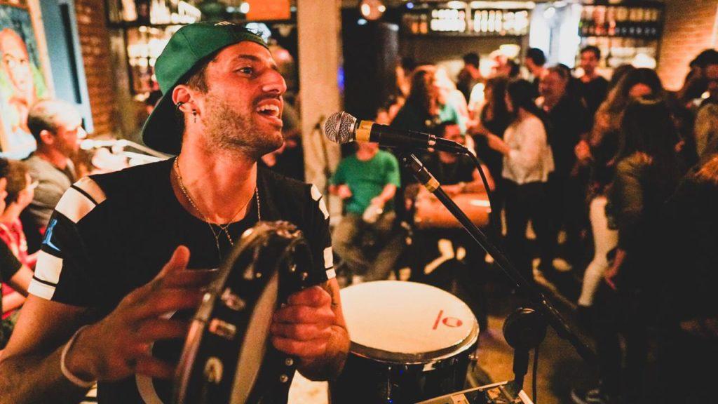 Samba celebra o ritmo e a cultura Brasileira
