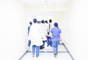 Profissionais de saúde enfrentam batalhas