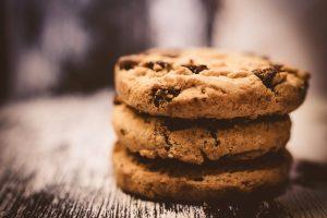 Torta de cookie com brigadeiro vegano