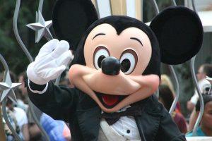 """Mickey Mouse vai """"cair"""" em domínio público"""