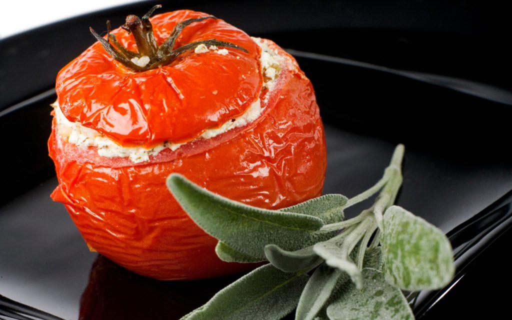 Receita de Tomates Recheados com Requeijão de Castanhas
